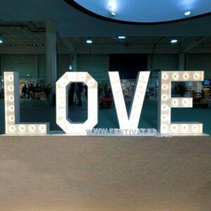 alquiler love madera iluminado